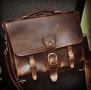 Saddleback Leather Thin Front Pocket Briefcase | The Modern Man Bags | Best Messenger Bags For Men | Scoop.it