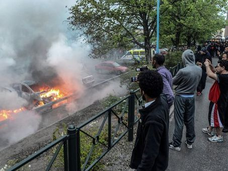 Sweden shaken as riots continue in immigrant suburbs | Cultural Geography | Scoop.it