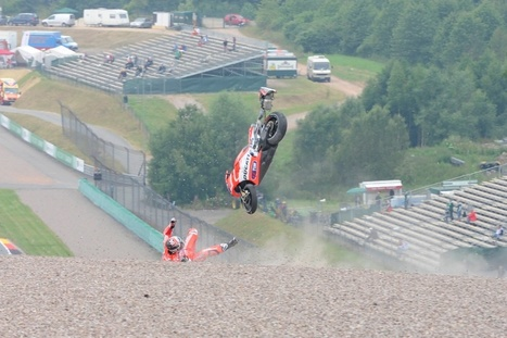 PICS: Dovizioso sends new Ducati flying |  Crash.Net | Desmopro News | Scoop.it