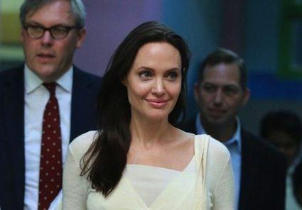 Birmanie : Angelina Jolie et Aung San Suu Kyi aux côtés des travailleuses du textile | Anne Balas-Klein - Fashion & Luxury Business | Scoop.it
