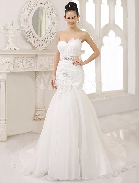 White Mermaid Scalloped-Edge Neck Ruched Court Train Bride's Wedding Dress | wedding and event | Scoop.it