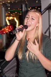 Nina Kraak: 'Het zingen in en met een band vind ik heel erg leuk' | Muziekscene Haarlemmermeer | Scoop.it
