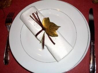 Décoration de table : une table en blanc et or pour les fêtes | Spécial Noël | Scoop.it
