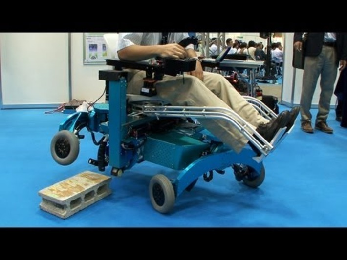 Un fauteuil roulant qui grimpe les marches et enjambe les obstacles | Internet du Futur | Scoop.it