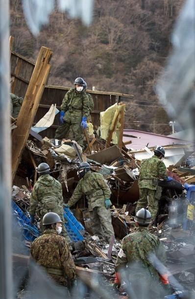 [Photo] L'armée nipponne continue toujours ses recherches à Ishinomaki | Daylife | Japon : séisme, tsunami & conséquences | Scoop.it