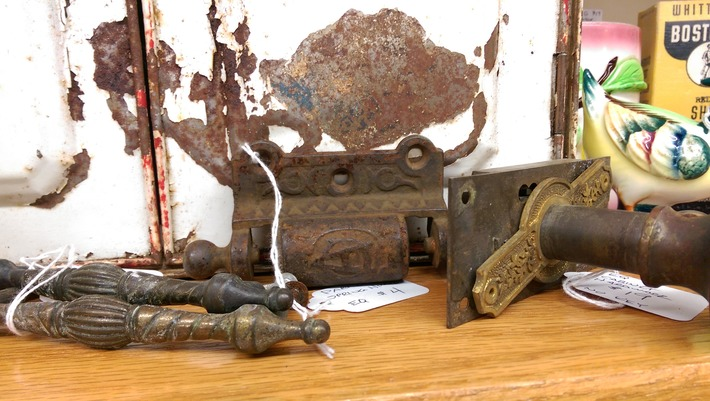 Vintage & antique hardware, pulls and door knobs... | Antiques & Vintage Collectibles | Scoop.it