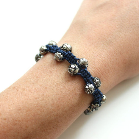 """Lines Across"": Beaded Hemp Bracelet (and 15 tutorials to add beads to friendship bracelets) | DIY - jewellery  =  HTM - bijou | Scoop.it"