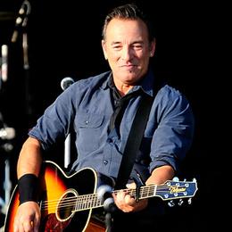 Bruce Springsteen Honors Victor Jara - Rolling Stone   Bruce Springsteen   Scoop.it