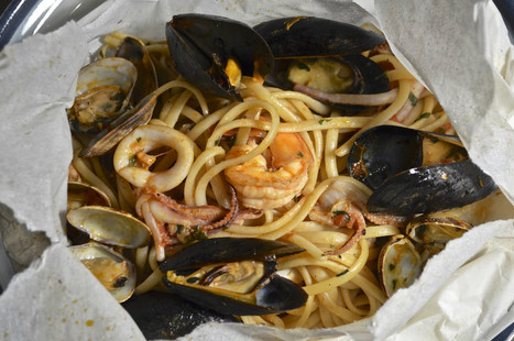 Linguine with Seafood in Parchment | Linguine ai Frutti di Mare al Cartoccio | Le Marche and Food | Scoop.it