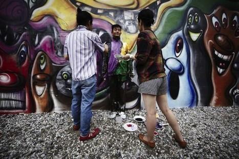 Liu Bolin - Graffiti Mural   Fubiz™   Urban Life   Scoop.it