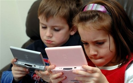 Twitter and Facebook 'harming children's development' - Telegraph | Social Work and Technology | Scoop.it