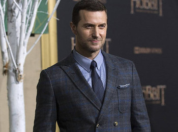 Richard Armitage Reading Love Poems Will Give You An Eargasm | Funny Pictures, Quotes, Memes, Funny Images, Pics, Photos | Richard Armitage | Scoop.it