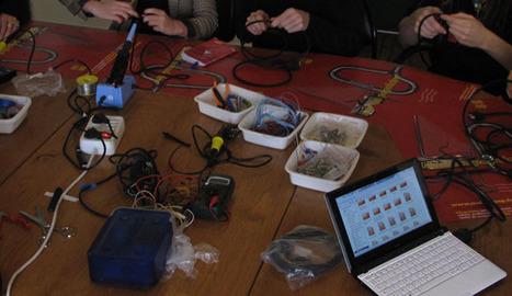 Pédagogie-Des ateliers pour découvrir, expérimenter, fabriquer/Usages des TIC, arts numériques et culture multimédia-Public Digital Art - Jocelyne Quélo   ElectroKids   Scoop.it