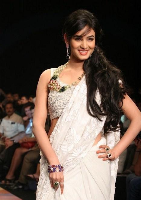 Sonal Chauhan Indian model ramp walk stills 8 - breezemasti photo gallery | Bollywood Actress | Scoop.it