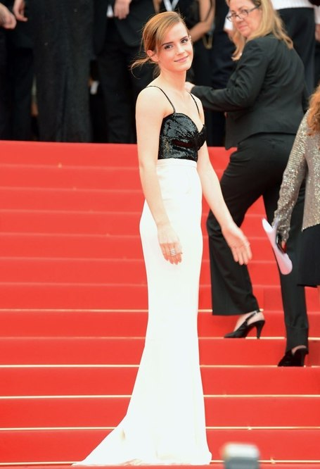 Cannes-Fashion Photos: Emma Watson Blows Kisses from the ... | BlingBling | Scoop.it