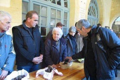 Sarlat : le premier marché de gros aux truffes comme si vous y étiez | Agriculture en Dordogne | Scoop.it