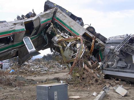 [Photo] Un train sans dessus-dessous à Shinchi Fukushima | Flickr - Photo Sharing! | Japon : séisme, tsunami & conséquences | Scoop.it
