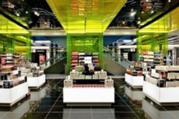 Chinese Travellers Make Nearly 25% Of Luxury Purchases At Heathrow | Travel Retail | Scoop.it