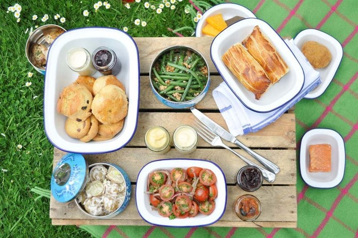 Posh Picnic - Cowley Manor - Gloucestershire - United Kingdom | Posh Picnics | Scoop.it