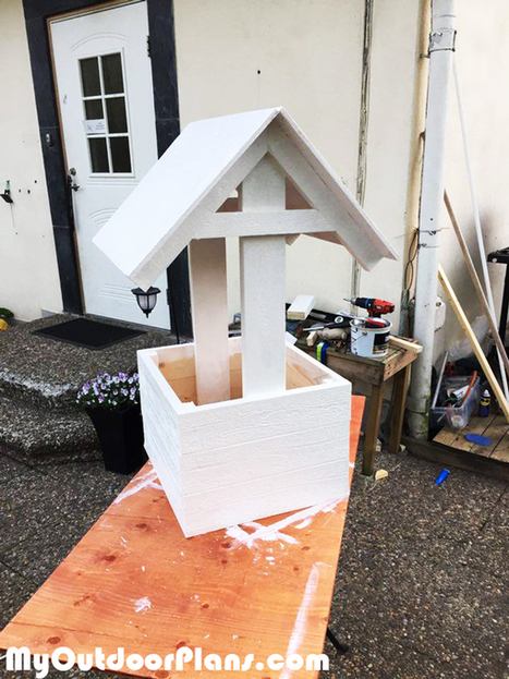 Wishing Well Planter Box | MyOutdoorPlans | Free Woodworking Plans and Projects, DIY Shed, Wooden Playhouse, Pergola, Bbq | Garden Plans | Scoop.it