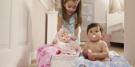 Les bébés garçons aiment autant les poupées que les filles | Laisse parler les genres | Scoop.it