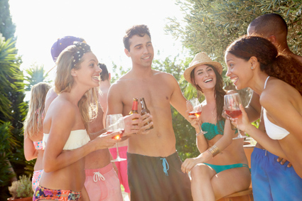 Rules for How to Party Poolside | vinparleur | Scoop.it