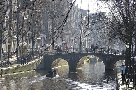 How Amsterdam's Urban Form Created the Ideal Cycling City | green streets | Scoop.it