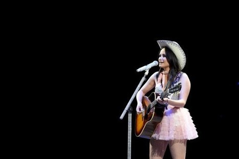 Kacey Musgraves Shares Love for Bieber, Mister Rogers and More | Country Music Today | Scoop.it