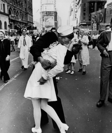How a Physicist Solved the Mystery of an Iconic Photo | Strange days indeed... | Scoop.it