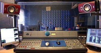 La radio espera un repunte de la publicidad con la Eurocopa sin olvidar el 'chasco' de Brasil 2014   SportonRadio   Scoop.it