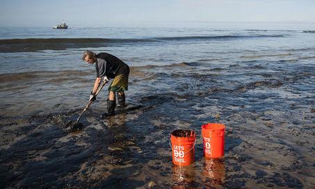 Etat d'urgence décrété en Californie après une fuite de pétrole dans l'océan - le Monde | Actualités écologie | Scoop.it