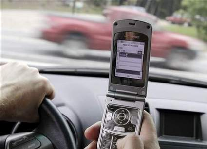 Cellphone ban may make 'distracted driving' laws easier to enforce | Controlling Mobile Technology | Scoop.it