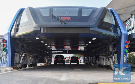 "China Begins Testing Elevated ""Straddling Bus"" That Goes Over Cars Driving on the Road 