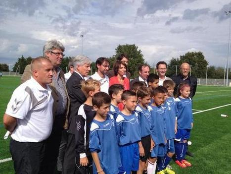 """Mohamed Moulay on Twitter: """"inauguration terrain de football gazon synthétique à Chambray-lès-Tours avec l'aide de la @Region_Centre #timp http://t.co/aSE1ncmTCU""""   Tout sur le Gazon Synthetique   Scoop.it"""