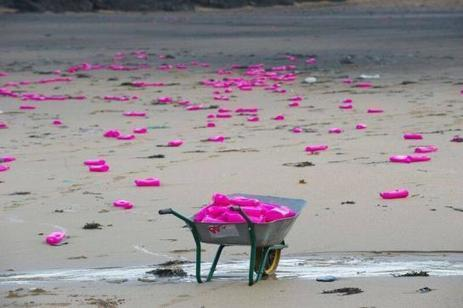 Royaume-Uni : des milliers de bidons de lessive s'échouent sur une plage de Cornouailles | Zones humides - Ramsar - Océans | Scoop.it