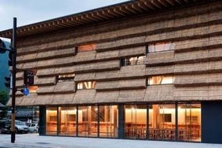 Yusuhara : chaume en façade et troncs de cèdre en structure | L'Etablisienne, un atelier pour créer, fabriquer, rénover, personnaliser... | Scoop.it