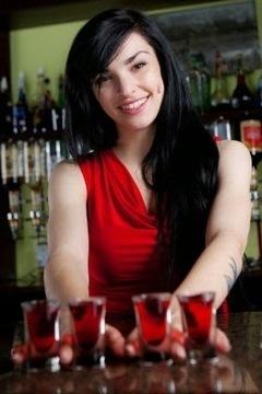 Faut-il habiller les serveuses en rouge ? | Accueillir | Scoop.it