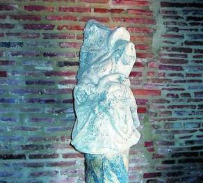 Découvrez la Pietà sous le porche de l'église | Littérature, Philosophie, Art, Architecture,... | Scoop.it