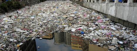 Une nouvelle bactérie mangeuse de plastique, solution miracle contre la pollution ?   Ainsi va le monde actuel   Scoop.it