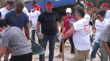Anonymously OU Coach Bob Stoops Helps With Tornado Cleanup   Sooner4OU   Scoop.it