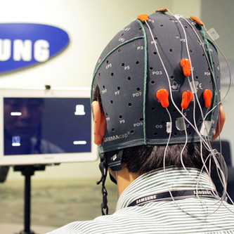 Samsung Tests a Galaxy Note 10.1 Controlled by Brain Activity  | MIT Technology Review | Discapacidad y tecnología | Scoop.it