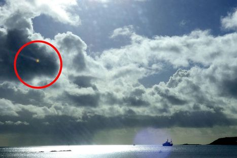 Cornwall UFO: Amateur photographer snaps mystery 'aircraft' streaking across ... - Mirror.co.uk | E.A.P.I. | Scoop.it