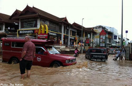 Chiang Mai hit by landslide, floods, 2 dead | Thailand Floods (#ThaiFloodEng) | Scoop.it