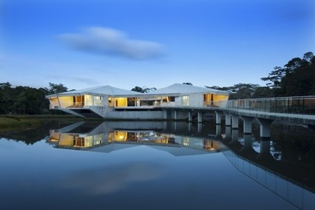 Stamp House: A Striking Off-the-Grid Beachfront Project in Queensland | sustainable architecture | Scoop.it