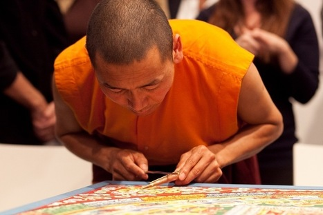 Tibetan Monks Create Wildly Intricate Sand Painting In Meditative Masterpiece | woman | Scoop.it