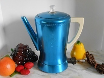Blue Aluminum Percolator - Vintage Coffee Pot | Vintage Passion | Scoop.it