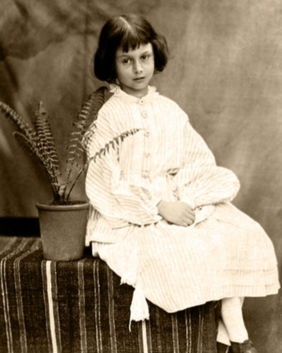 Lewis Carroll's Photographs of Alice Liddell, the Inspiration for Alice in Wonderland | Literary Imagination | Scoop.it