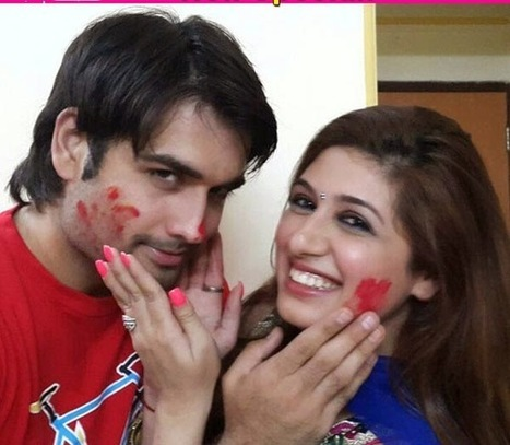 world of celebrity : Vivian DSena and Vahbiz Dorabjee have an intimate Holi occasion with a few pals – View photos | celebrity world | Scoop.it
