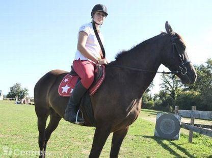 La jeune Dorine Grelaud vit des expériences uniques grâce la pratique de l'archerie équestre | Cheval et sport | Scoop.it
