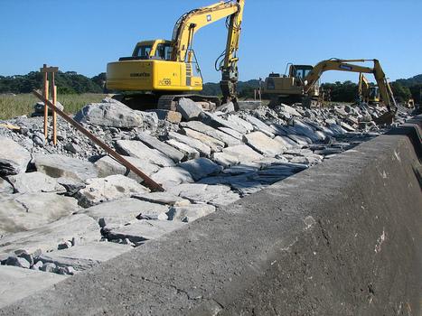 [Photo] On remonte la digue à Okumatsushima ! | Flickr - Photo Sharing! | Japon : séisme, tsunami & conséquences | Scoop.it